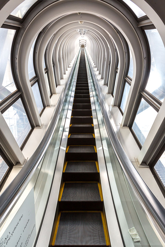 Fototapete Futuristische Rolltreppe
